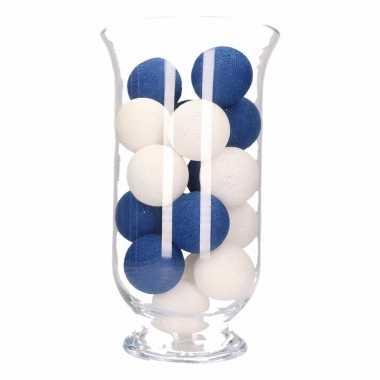 Vensterbank decoratie blauw witte lichtslinger in vaas for Woondecoratie vensterbank